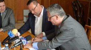 Orașul Pucioasa a semnat contractul de finantare pentru proiectul ce va reabilita 9 străzi