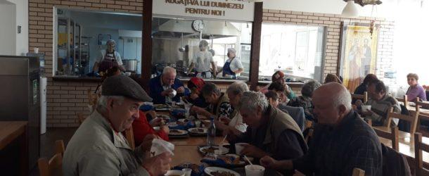 În luna septembrie, 130 de târgovișteni au primit zilnic o masă caldă la Cantina socială a Arhiepiscopiei Târgoviștei