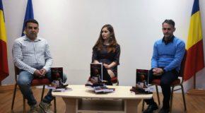 """Lansare roman de debut la Biblioteca Județeană Dâmbovița. Bianca Băleanu alias Rose Black ne invită să redescoperim iubirea în romanul """"Între uitare și tonuri de gri"""""""