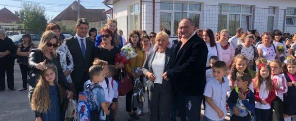 Vicepreședintele Senatului, senator Titus Corlățean, a retrăit emoția începerii anului școlar alături de elevii din județul Dâmbovița