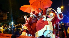 Moș Crăciun a sosit la Târgoviște și are sacul plin cu mii de cadouri pentru copiii cuminți. (VIDEO)