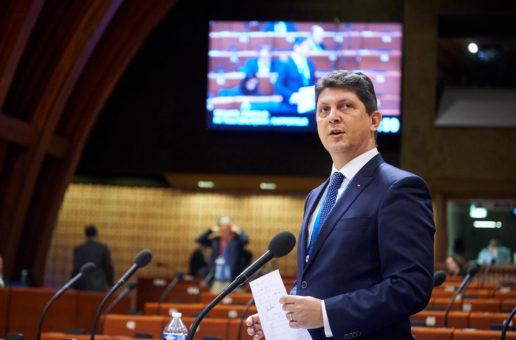 Senatorul Titus Corlățean, membru al Delegației Parlamentului României la APCE, participă la Strasbourg la prima parte a Sesiunii Plenare a Adunării Parlamentare a Consiliului Europei, unde se vor dezbate teme de actualitate, printre care și vaccinarea împotriva COVID-19