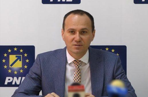 """Aurelian Cotinescu, președinte PNL Târgoviște: """"Îi sfătuiesc pe concetățenii mei să cumpere de la magazinele mici de cartier, de la producătorii locali. Au nevoie de suportul nostru. Numai împreună vom trece peste această criză"""""""