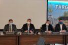 Primăria Târgoviște a semnat contractul de execuție pentru cel mai mare și mai important proiect de modernizare a iluminatului public. Investiția, realizată cu fonduri europene, va duce la o scădere cu 60% a facturii de energie electrică