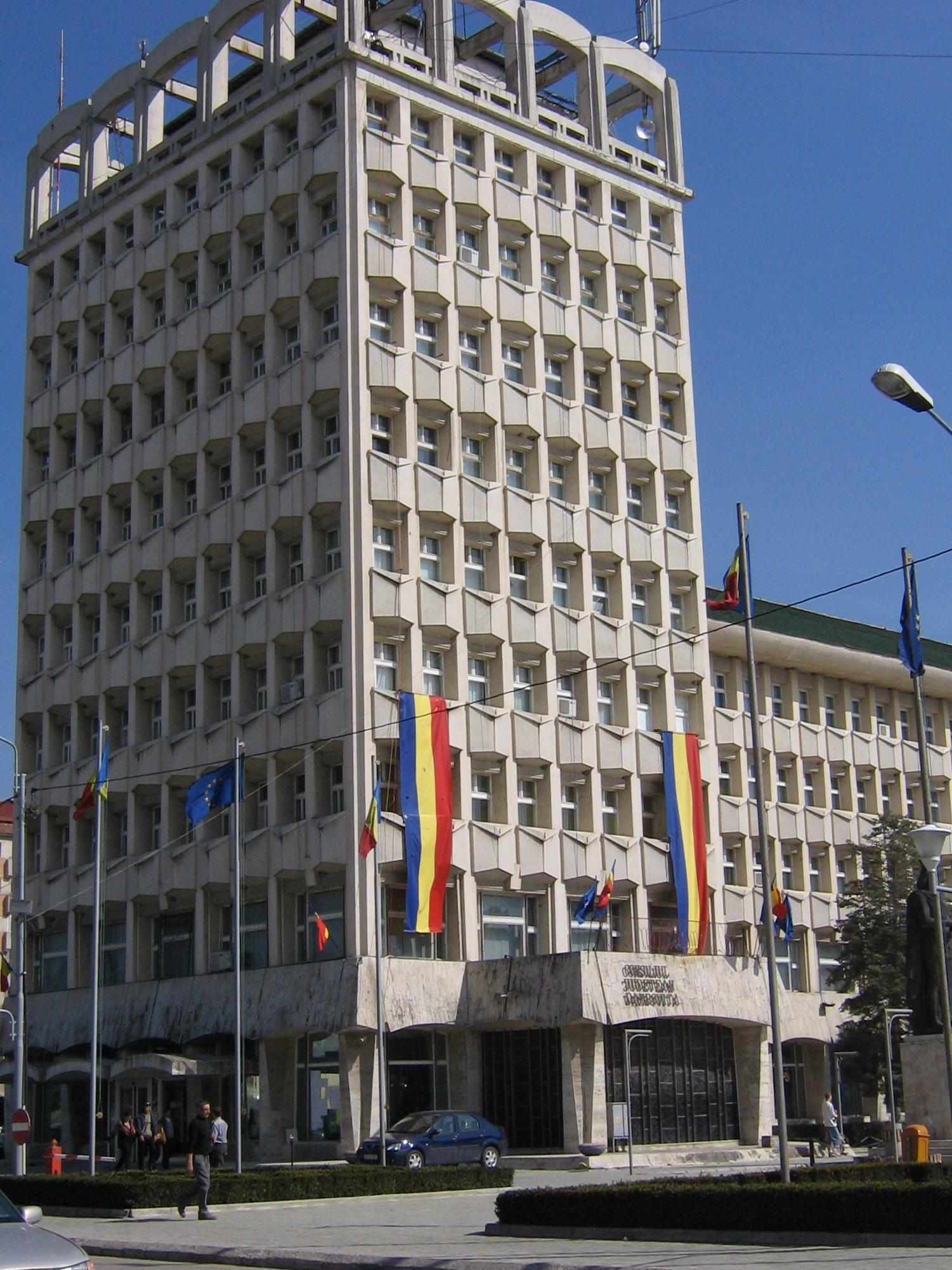 Pași importanți în vederea consolidării sistemului integrat de management al deșeurilor în județul Dâmbovița. Președintele CJD a semnat contractul de finanțare pentru proiectul de asistență tehnică și elaborarea documentațiilor tehnico-economice necesare obținerii finanțării europene