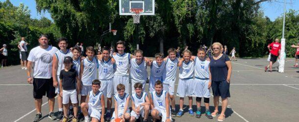 După un an de pauză, au fost reluate competițiile dedicate celor mai mici baschetbaliști. CSS Târgoviște, campioană la turneul de Minibaschet de la Costinești. Campionii, felicitați de președintele CJD