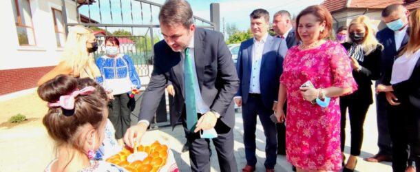 """Deputatul Radu Popa, mesaj pentru elevi la debutul anului școlar: """"Școala e singurul drum pe care nu trebuie să-l abandonăm niciodată"""""""